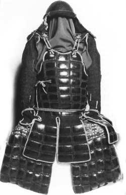 Leichte Ninja-Rüstung, bei der Metallplatten auf den Stoff genäht wurden. Möglicherweise wurde sie unter der normalen Kleidung getragen.