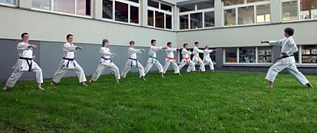 Karate-Gruppentraining im Freien